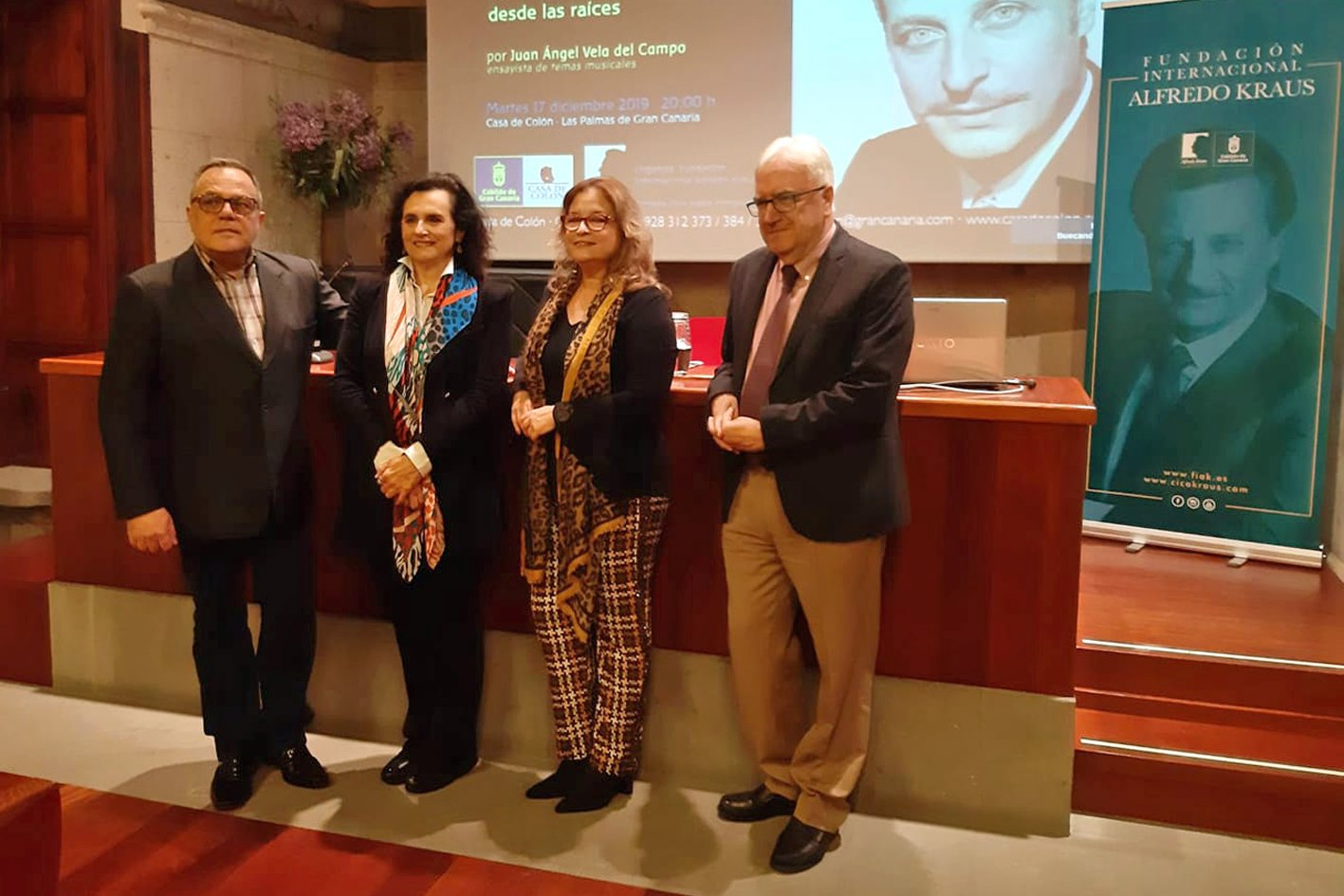 La conferencia del ensayista Juan Ángel Vela del Campo culmina las actividades de la FIAK conmemorativas del 20 aniversario del fallecimiento del maestro