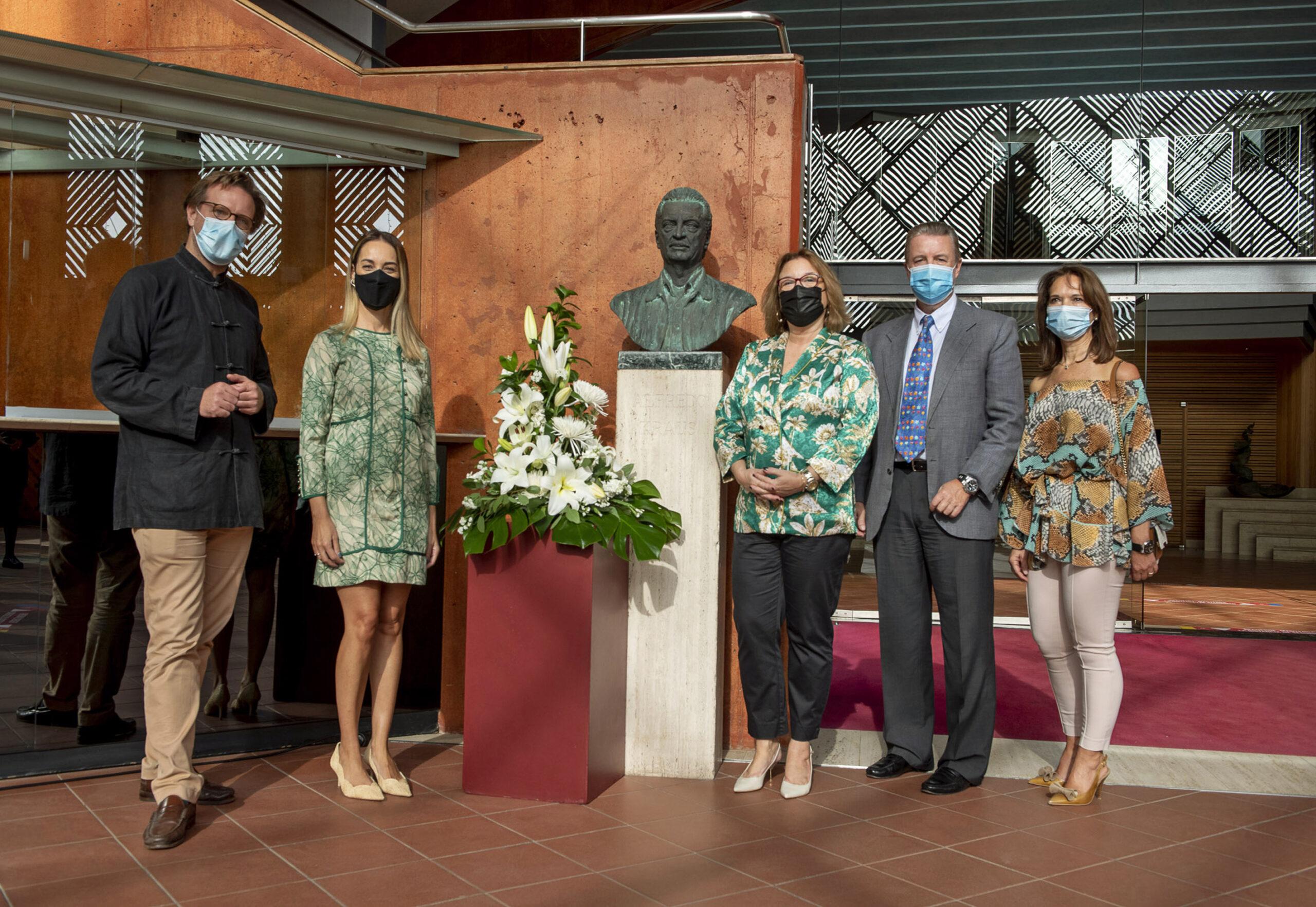 Ofrenda Floral a Alfredo Kraus en el 93 aniversario de su nacimiento