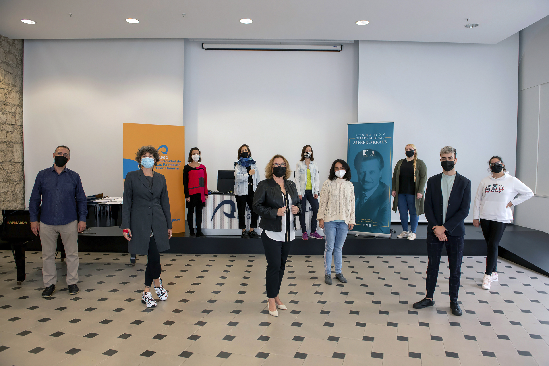 Ocho cantantes de ópera se instruyen en las técnicas interpretativas que propone la soprano Nicola Beller Carbone a través del Workshop FIAK'20